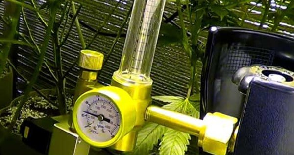 Co2 tank with a regulator